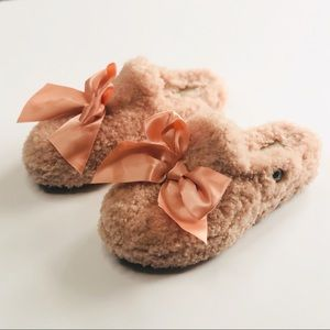 UGG 100% dyed lamb fur pink bow slippers - size 7